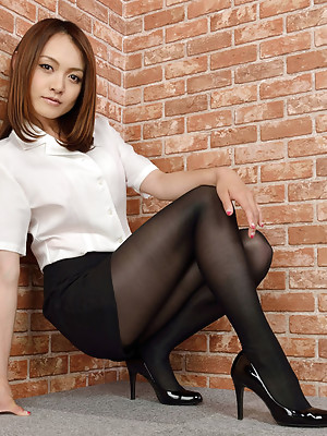 Rina Itoh Asian in office suit exposes sexy legs in stockings